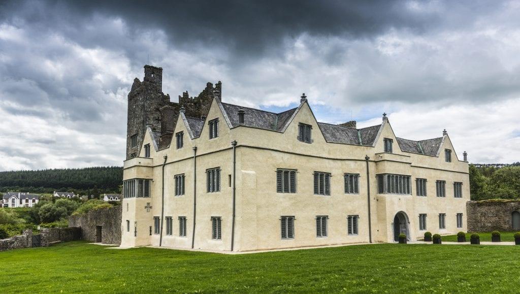 Le château d'Ormond est à la fois un château médiéval et un manoir élisabéthain.