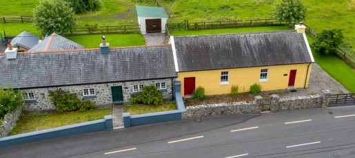 http://Charlie's%20Cottage%20and%20Courthouse%20Lorrha